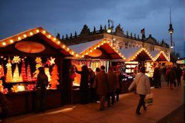 Nostalgische Weihnachtsmarkt bij het Opernpalais